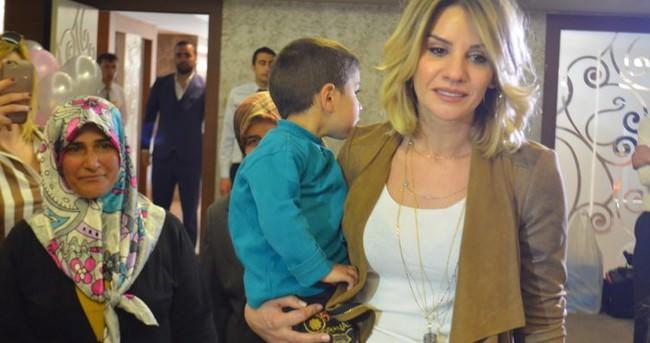 Esra Erol'dan küçük Gamze'ye moral ziyareti