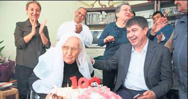 Emine Nine'nin 100'ü gülüyor