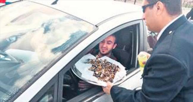 Polis Günü'nde şeker ikramı