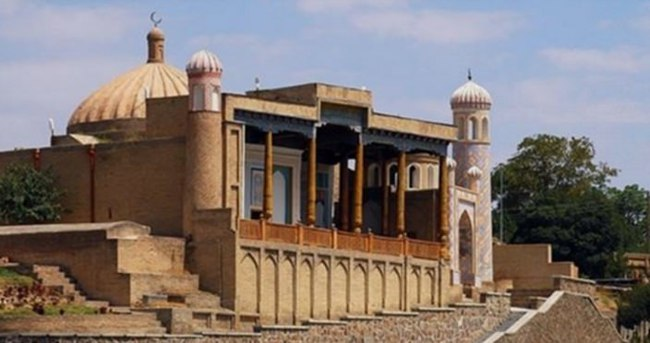 Özbekistan'da camilerin kapısına kilit vuruldu!