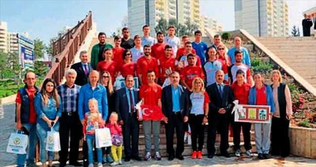 Başkan Mahmut Çelikcan millilerle buluştu