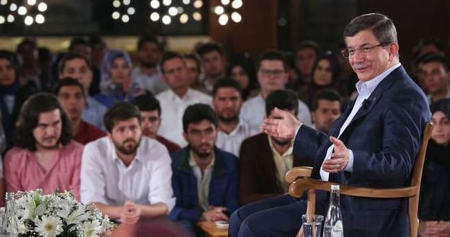 Twitter'da #AhmetHocaGençlerle etiketi zirveye oturdu