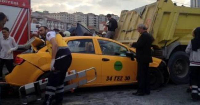 TEM'de büyük kaza: Trafik durdu
