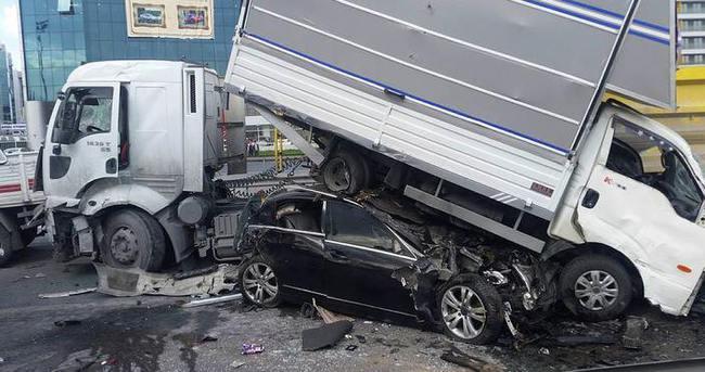 TEM'de zincirleme kaza: 1 ölü 4 yaralı