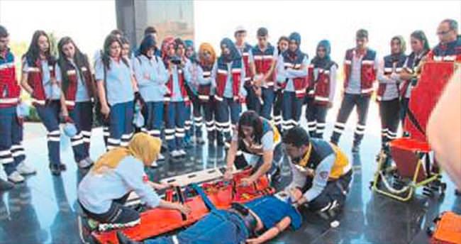 Öğrencilere acil yardım eğitimi