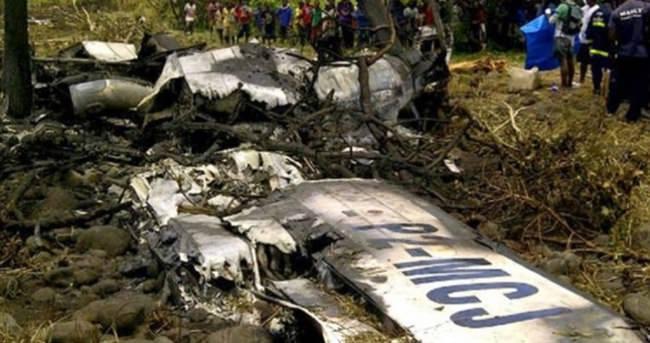 Papua Yeni Gine'de uçak faciası: 12 ölü