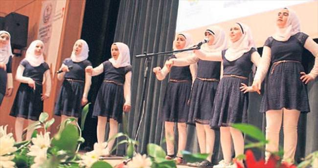 Öğrencilerden kardeşlik türküsü