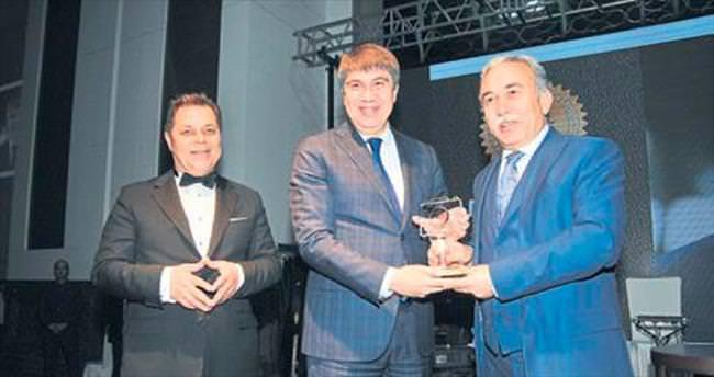Başkan Türel'e Adana'dan ödül
