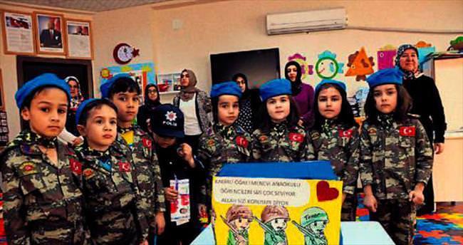 Minik öğrencilerden Mehmetçiklere hediye