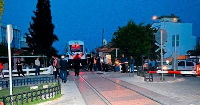 Trenin çarptığı yaya hayatını kaybetti
