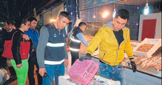 Pazarda bayat balık satıyorlardı