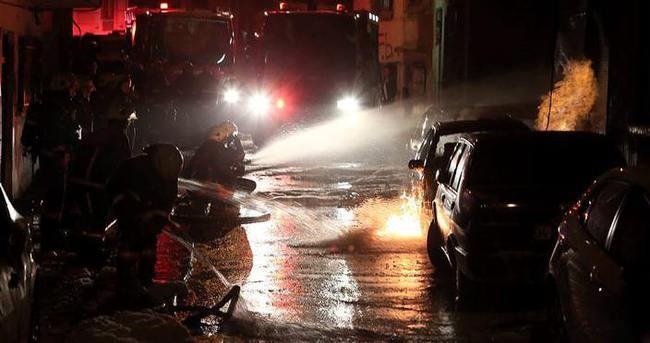 İstanbul'da park halindeki 5 araç yandı