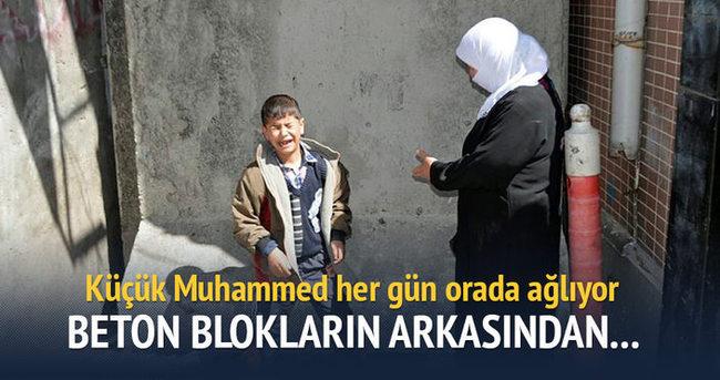 Küçük Muhammed Diyarbakır Sur'da kalan bisikletine ağlıyor