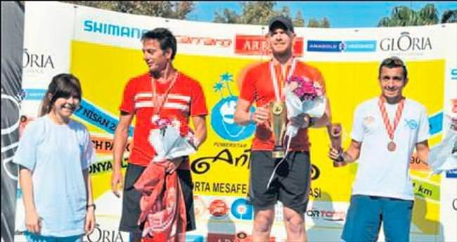 Triatlonda zafer Antalyalıların