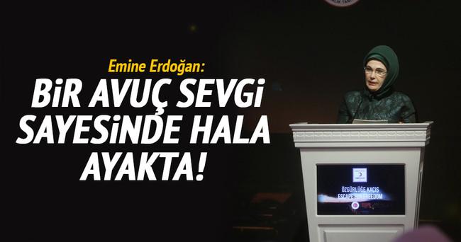 Emine Erdoğan: Bir avuç sevgi sayesinde hala ayakta