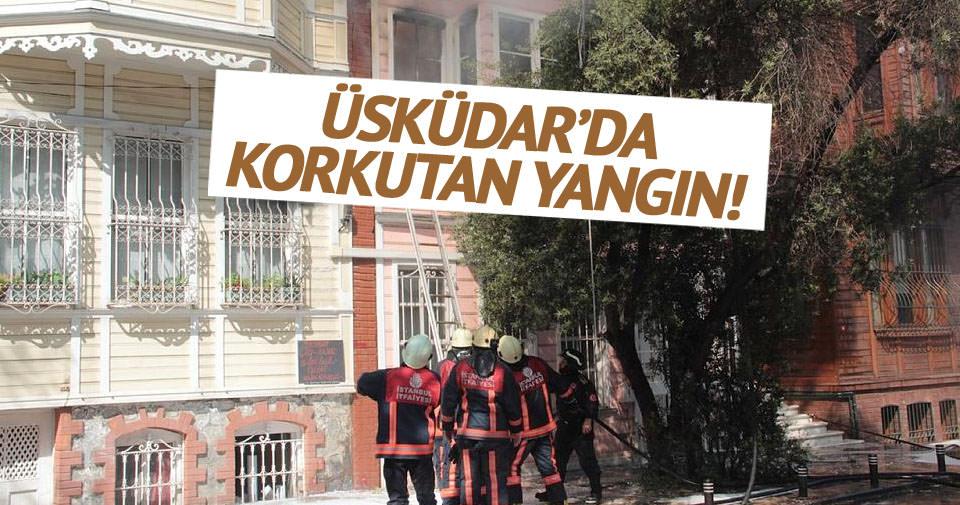 Üsküdar'da 3 katlı ahşap bina alev alev yandı