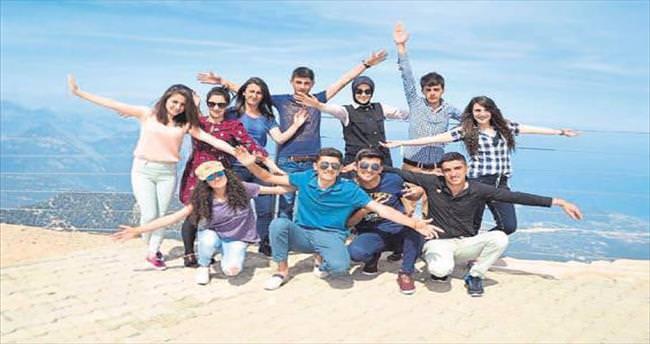 Şırnaklı öğrenciler Tahtalı'nın zirvesinde