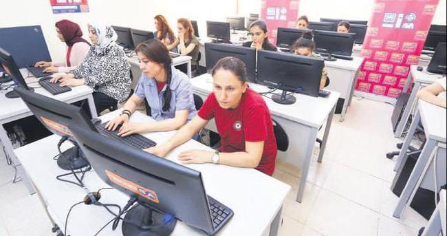 Kadın İçin Teknoloji anneleri web'e taşıdı