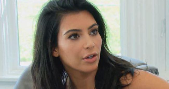 Kim Kardashian kıyafetiyle dikkatleri üzerine topladı