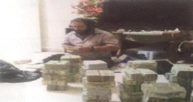 IŞİD komutanının para sayarken görüntülendiği an
