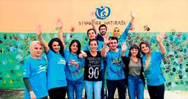 Gönüllü gençlerden köy okuluna destek