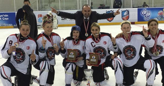 2015-2016 Kadınlar Ligi Şampiyonu İstanbul Buz Korsanları