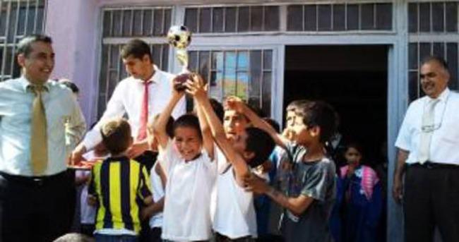Okulu Suriyeli öğrencilerle paylaşıyorlar