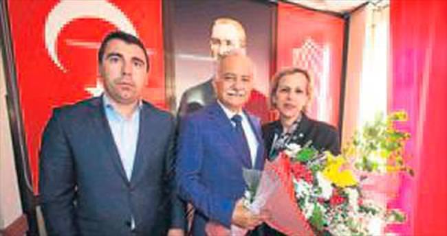 İzmir'de Büyükşehir adaylığı turları şimdiden başladı