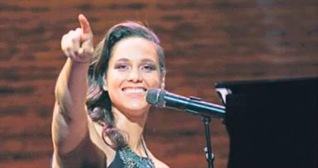 Devler Ligi finalinde Alicia Keys sürprizi
