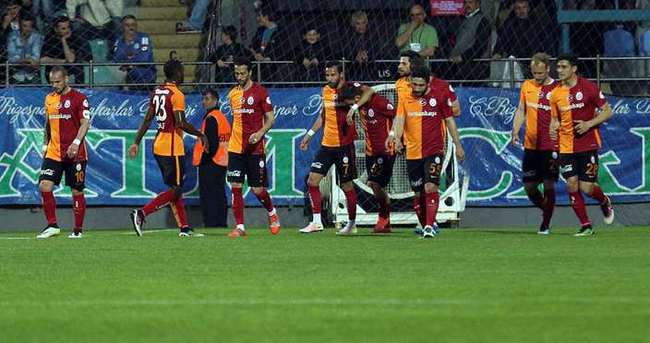 Galatasaray'da Sneijder ve Chedjou yok