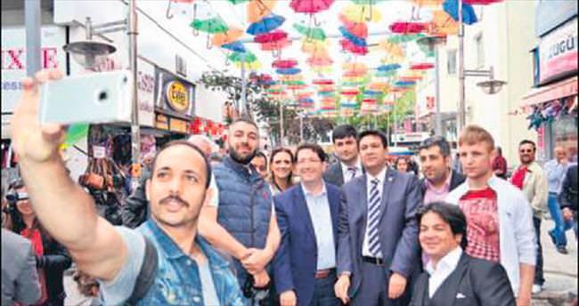 Şemsiyeli Sokak'ı Başkan açtı