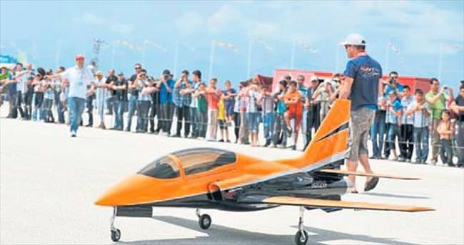 Model uçaklar yarışıyor