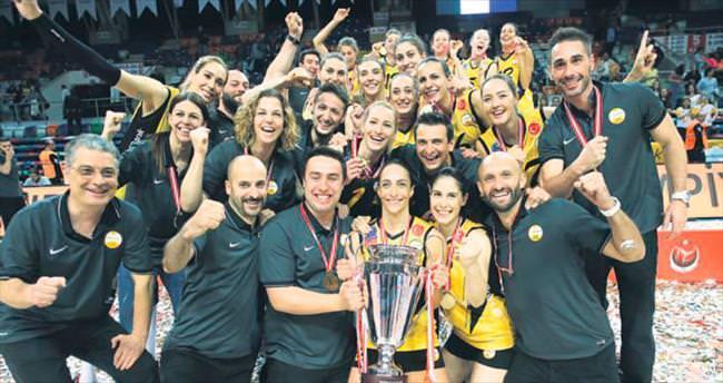 Tahtı Fenerbahçe'den geri alan Vakıfbank... Şampiyon