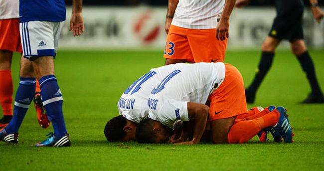 Statta ibadet eden Müslüman futbolculara ceza!