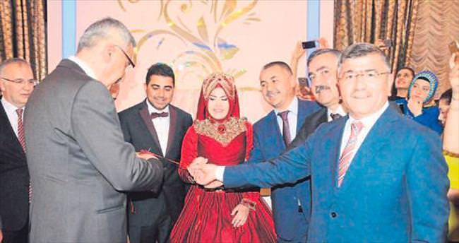 Başkan Faruk Akdoğan'ın kızı Hatice nişanlandı