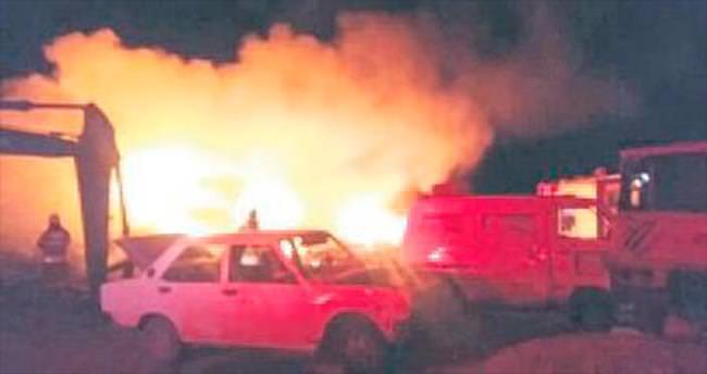Hurda araç yangını güçlükle söndürüldü