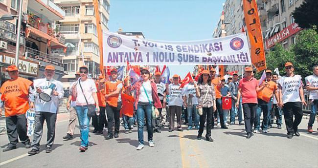 1 Mayıs Antalya'da kutlandı