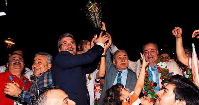 Adanaspor'a kupa yakıştı