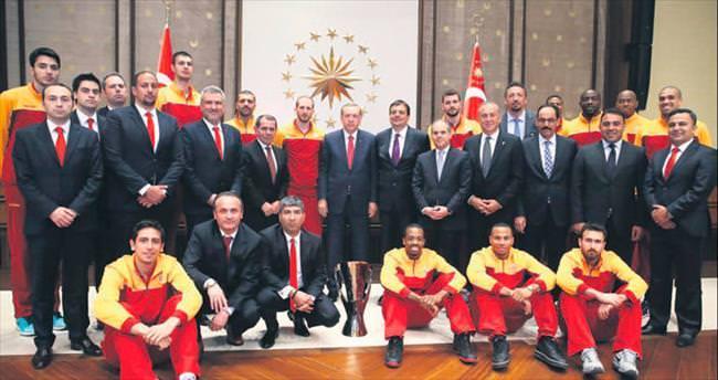 Cumhurbaşkanı Erdoğan şampiyonları ağırladı