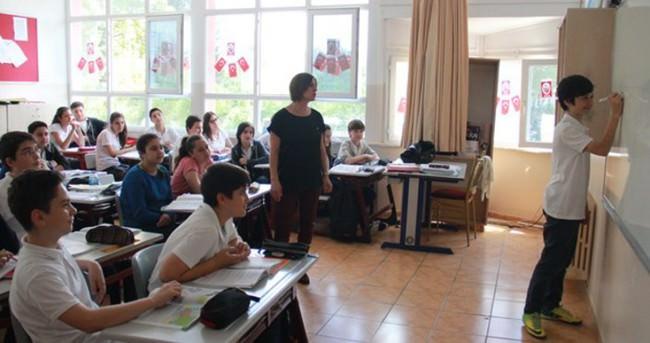 Aday öğretmenler tek başına derse girmeyecek