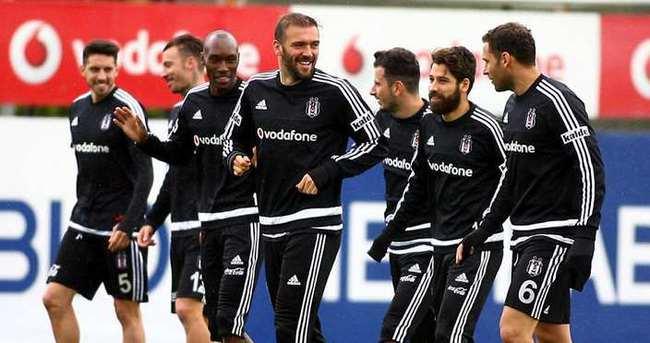 Beşiktaş derbinin taktiğini çalıştı