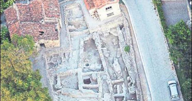 """Çeşme kazılarında """"Santorini"""" izleri"""