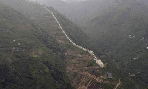 Teröristler hidroelektrik santralinin borularını patlattı