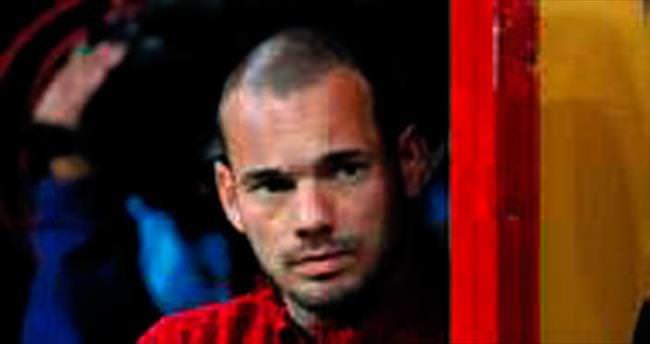 Derbide Sneijder ilk 11'de