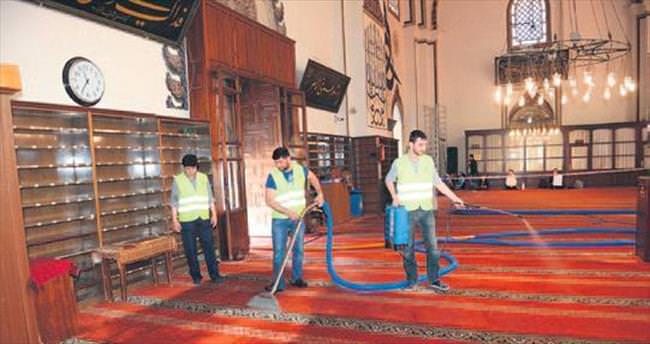 Camilerde bahar temizliği