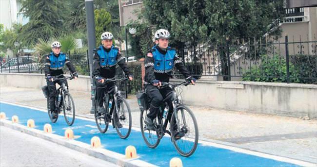 Bisikletli zabıtalar işbaşında