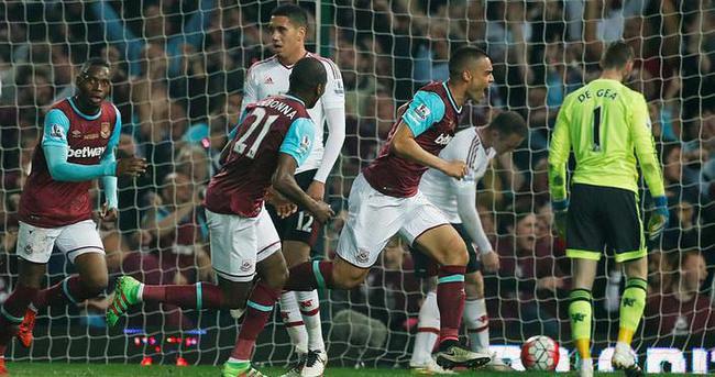 Olaylı maçta West Ham, Manchester United'ı devirdi