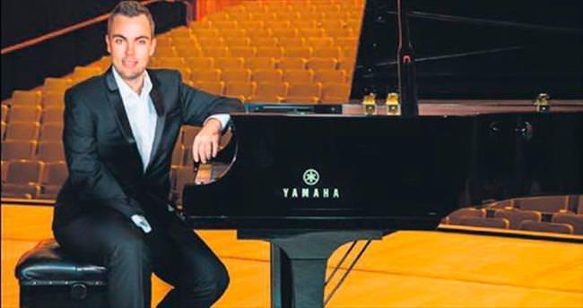 Tek elli piyanist İstanbul'a geliyor