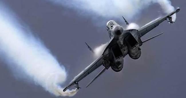 Çin'de savaş uçağı, fabrika binasına çakıldı