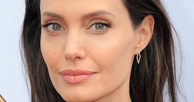 Angelina Jolie'den 12 kardeşe eğitim desteği
